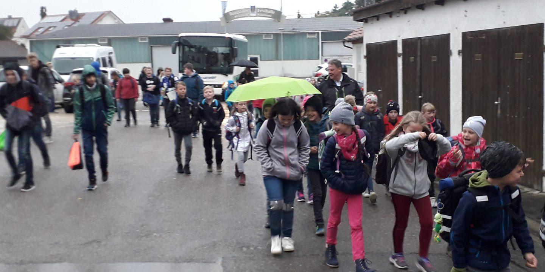 zu Fuß zur Schule